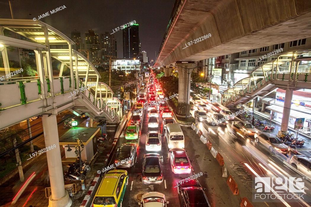 Stock Photo: View from one of Bangkok's overhead BTS train stations of an evening traffic jam, Thailand.