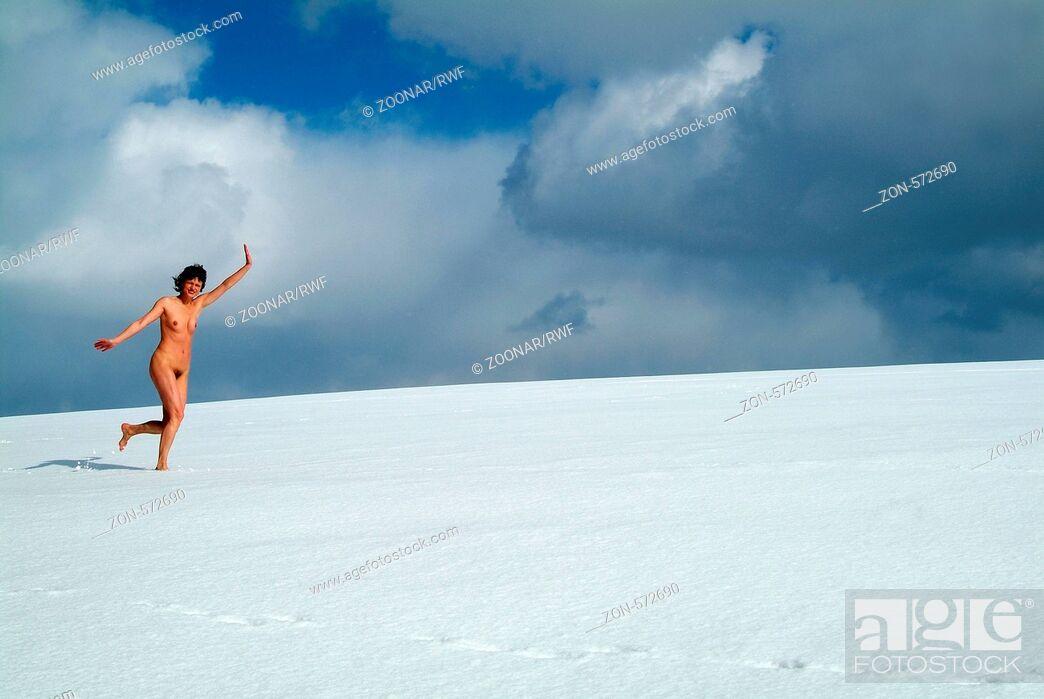 Nackte Frauen im Schnee
