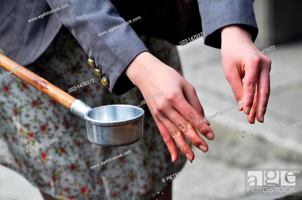 Stock Photo: Kyoto (Japan): washing hands ritual at the entrance of Kiyomizudera Temple.