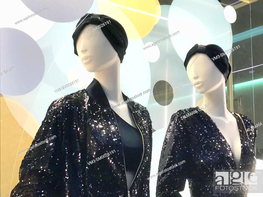 Imagen: Two mannequins in a shop window. Serrano street, Madrid, Spain.