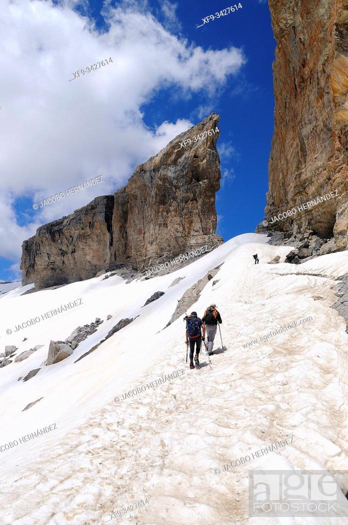 Photo de stock: Brecha de Roldán. Ordesa y Monte Perdido National Park. Huesca province. Aragón. Spain.