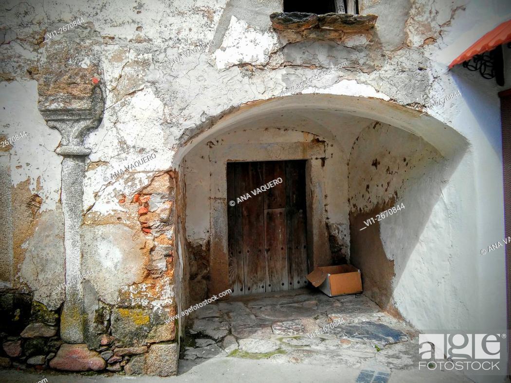 Stock Photo: Gateway, Puerto de Santa Cruz, Caceres Extremadura, Spain.