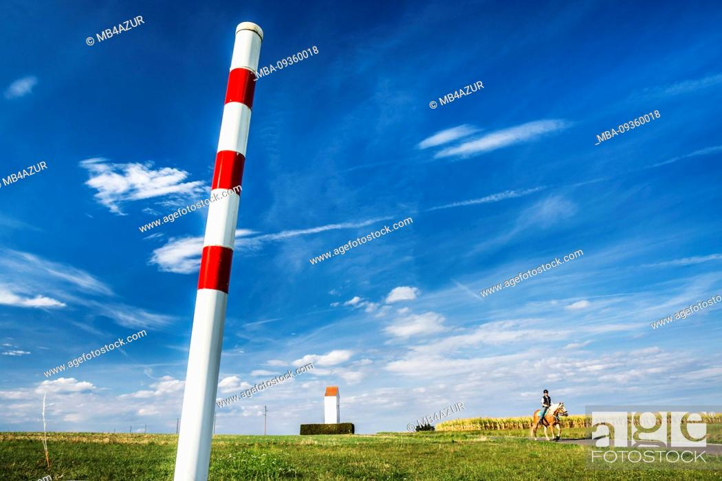 Imagen: Landscape, graphic, blue sky, sunny, cloud drawing, horizon, tower, horse and rider, marker pole, Germany, Baden-Wuerttemberg, Swabian Alb, Ostalb.