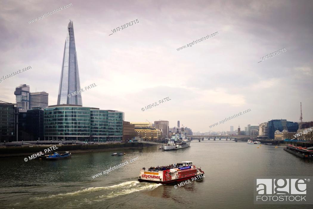 Imagen: Cruising on the river Thames, London.