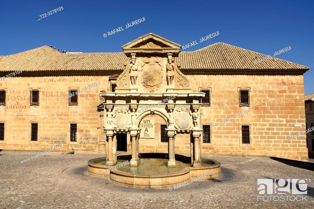Imagen: Baeza (Spain). Santa María Fountain in the historic center of the town of Baeza.