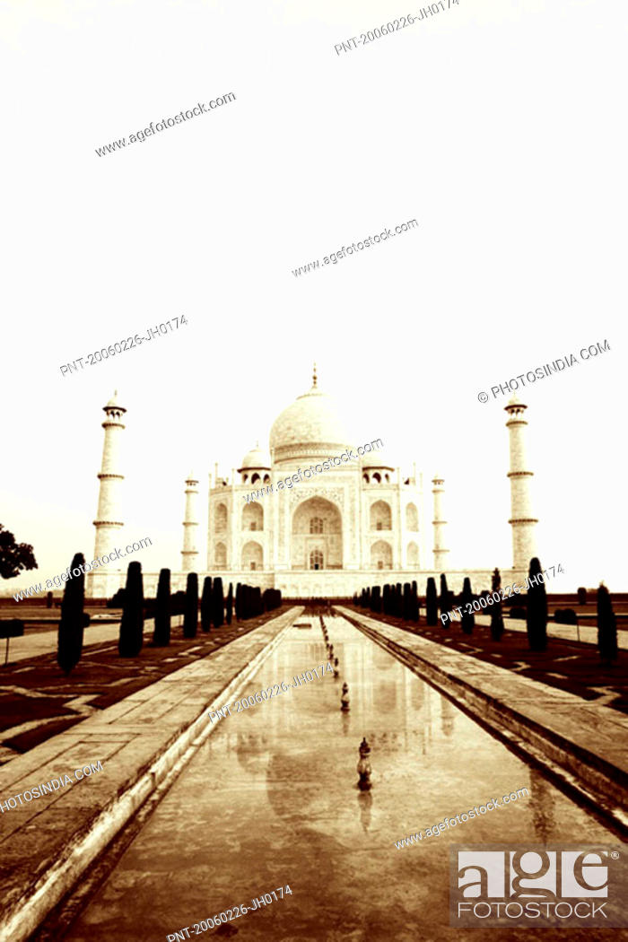 Stock Photo: Pond in front of a mausoleum, Taj Mahal, Agra, Uttar Pradesh, India.