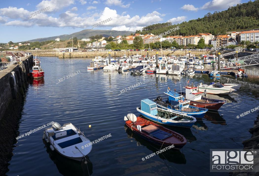 Imagen: Europe, Spain, Galicia, Porto do Son, Harbour with moored fishing boats.