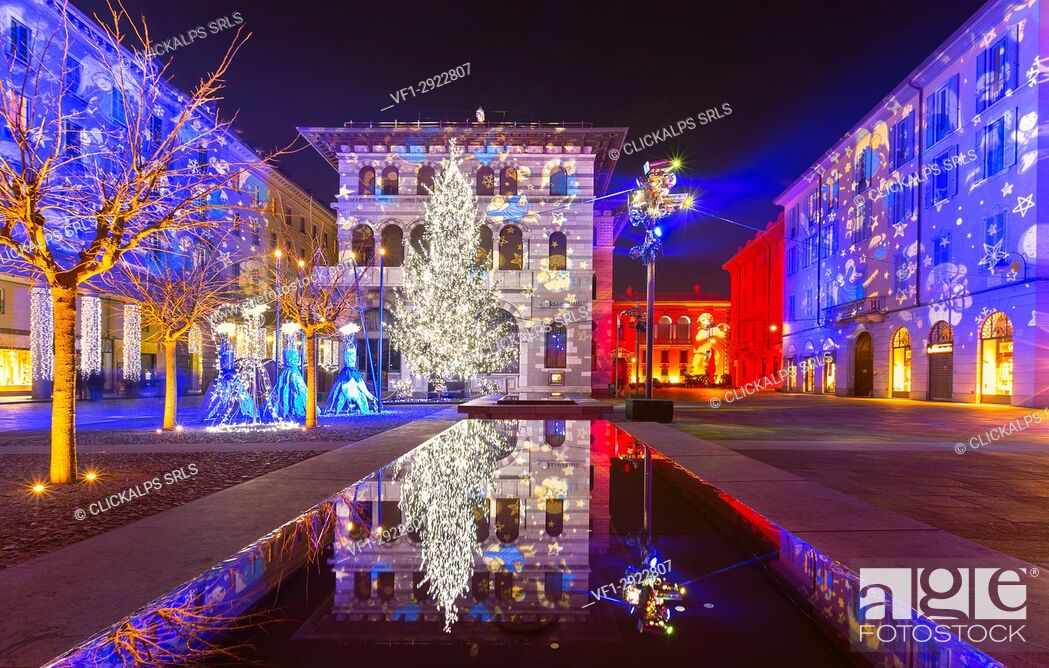 Stock Photo: Grimoldi Square in Christmas time, Como, Lombardy, Italy.