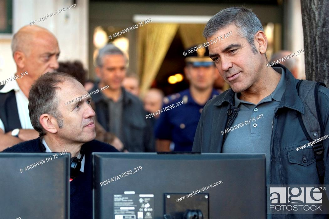 Stock Photo: The American Year :2010 USA Director : Anton Corbijn Anton Corbijn, George Clooney Shooting picture Photo: Giles Keyte. It is forbidden to reproduce the.