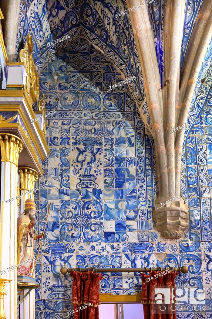 Imagen: Painted tiles covered walls, Main choir and Chapel, Our Lady of the Assumption Church, Alte, Loule, Algarve, Portugal.