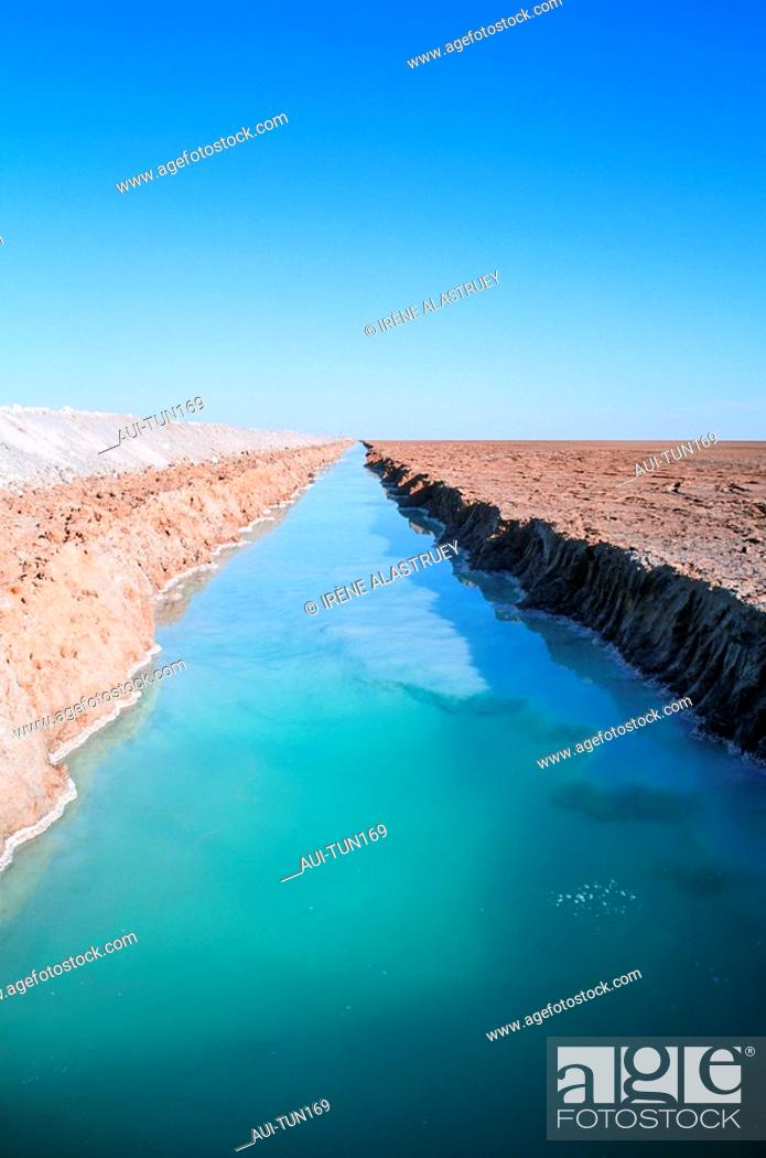 Stock Photo: Tunisia - The South - Chott el Jerid Region - crossing over the salines.