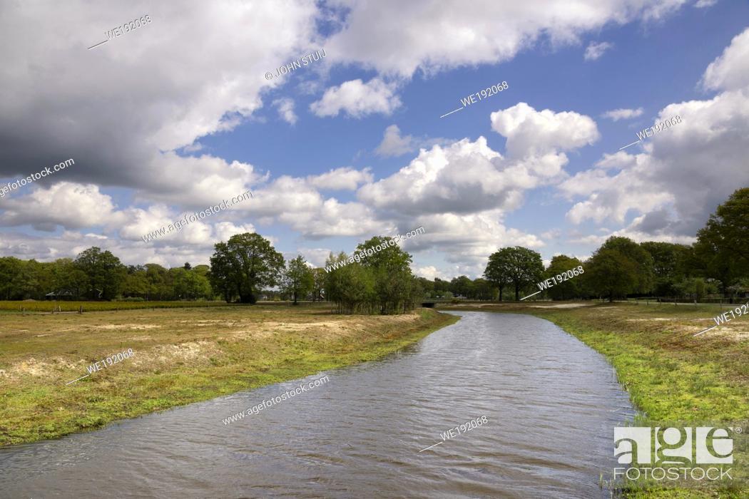 Photo de stock: The Doorbraak is a newly dug stream in the Dutch region Twente between the Bornse Beek and the river Regge.