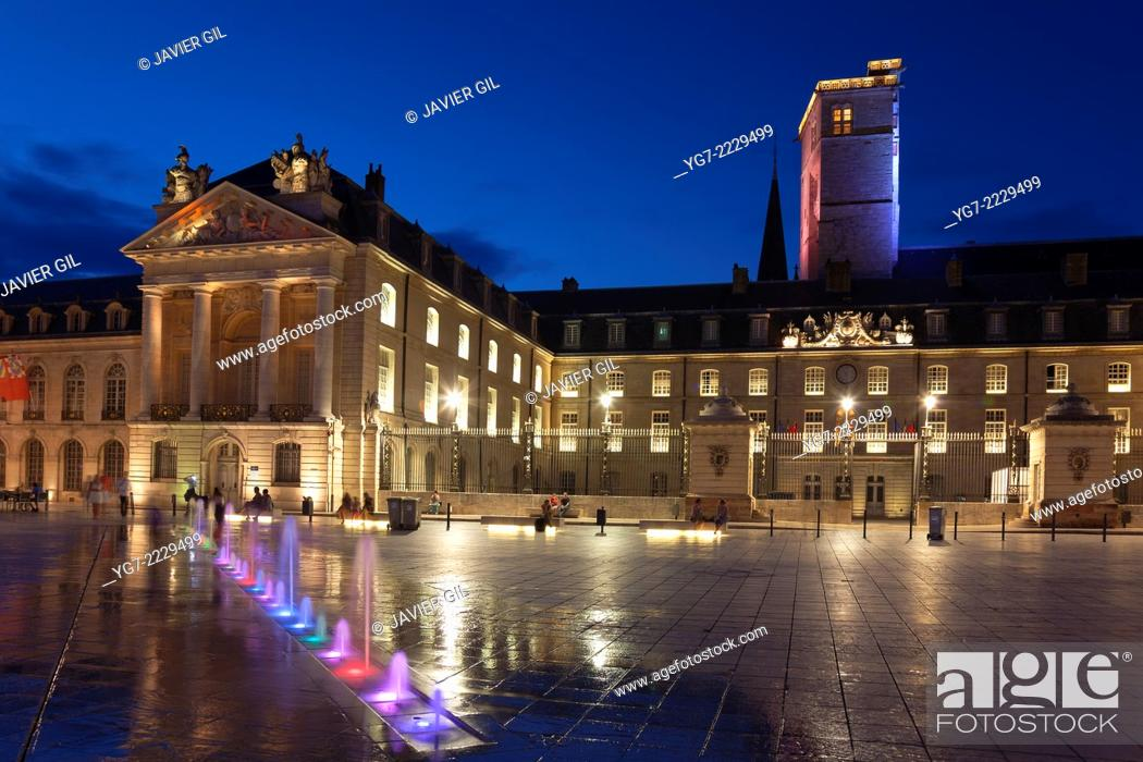 Stock Photo: Ducal palace, Liberation square, Dijon, Departement Cote-d'Or, Bourgogne, France.