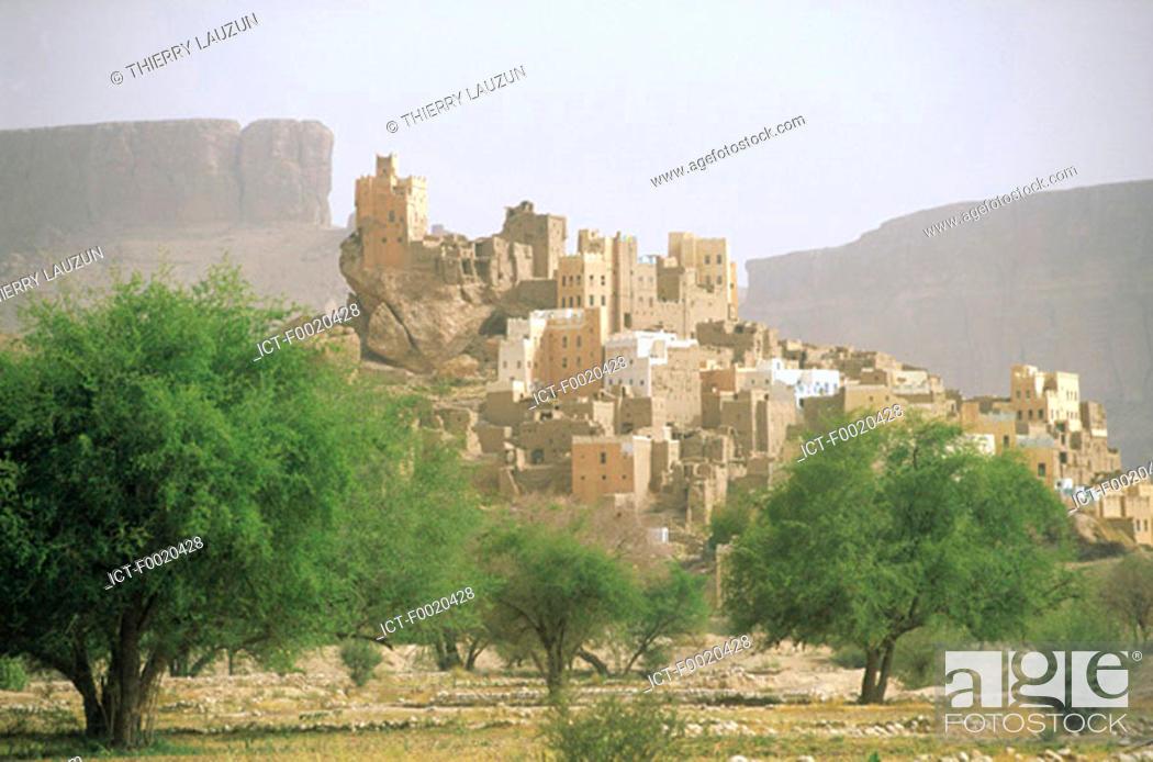 Stock Photo: Yemen, Hadramawt, Wadi Do'an.
