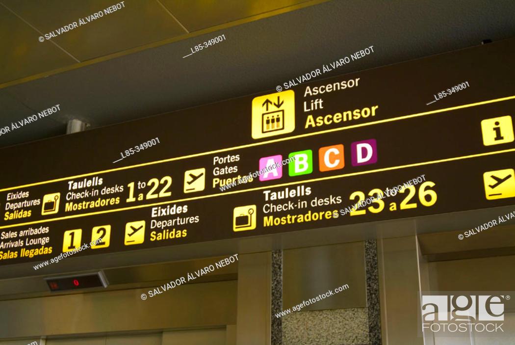 Imagen: Information panel, Valencia Airport, Valencia, Comunidad Valenciana, Spain.