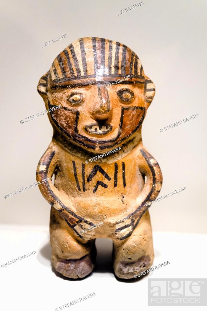 Photo de stock: Sculpted vessel. Huari Transitional period 800 AD - 1300 AD. Museo de Arte Precolombino, Cusco - Peru. . In the pre-Columbian times the representation of the.