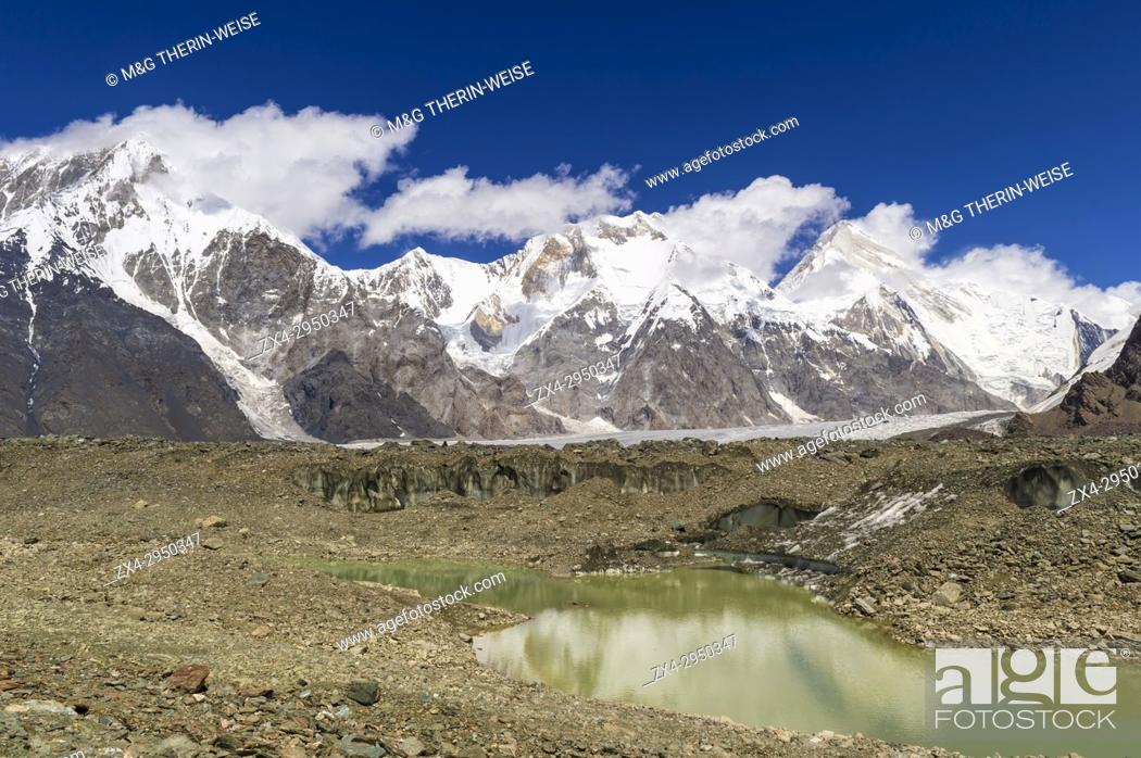 Photo de stock: Pabeda-Khan Tengry glacier massif, View from Base Camp, Central Tien Shan Mountain Range, Border of Kyrgyzstan and China, Kyrgyzstan, Asia.