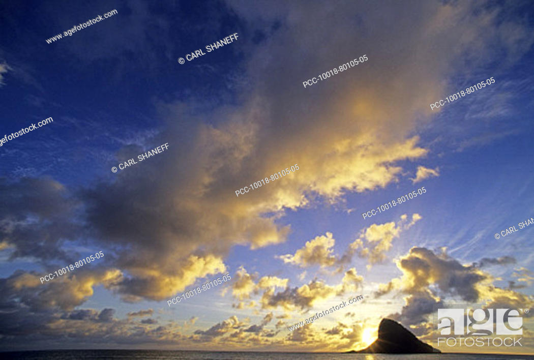 Stock Photo: Hawaii, Oahu, Chinaman's Hat, Cloudy blue sky over ocean at sunset.