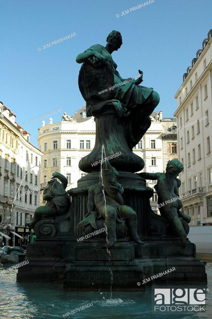 Imagen: A STATUE IN VIENNA, AUSTRIA.