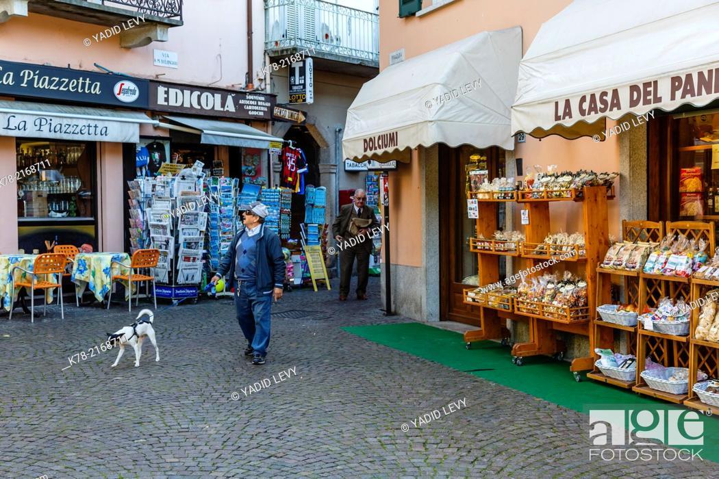 Stock Photo: Street scene, Stresa, Lake Maggiore, Piedmont, Italy.