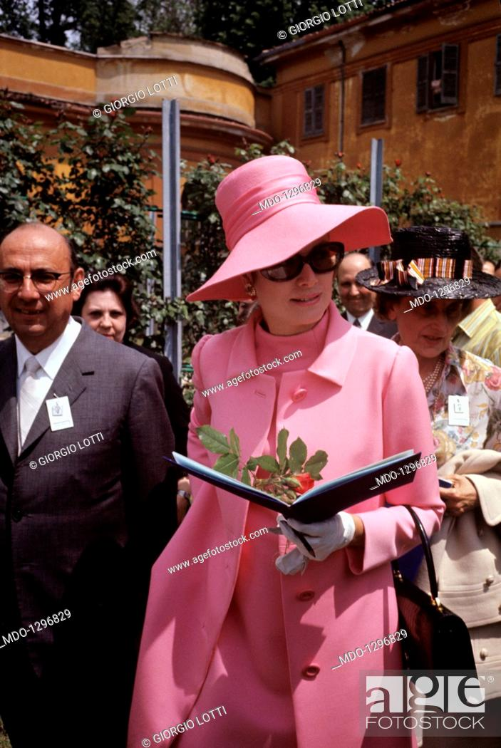 Stock Photo: Grace Kelly going for a walk with a booklet in hand. Princess Grace of Monaco photographed whilst visiting the fifth rose show.