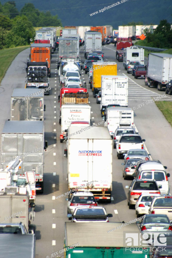 Stock Photo: Traffic stopped on I-40. Sevierville. Smoky Mountains. Tennessee. USA.