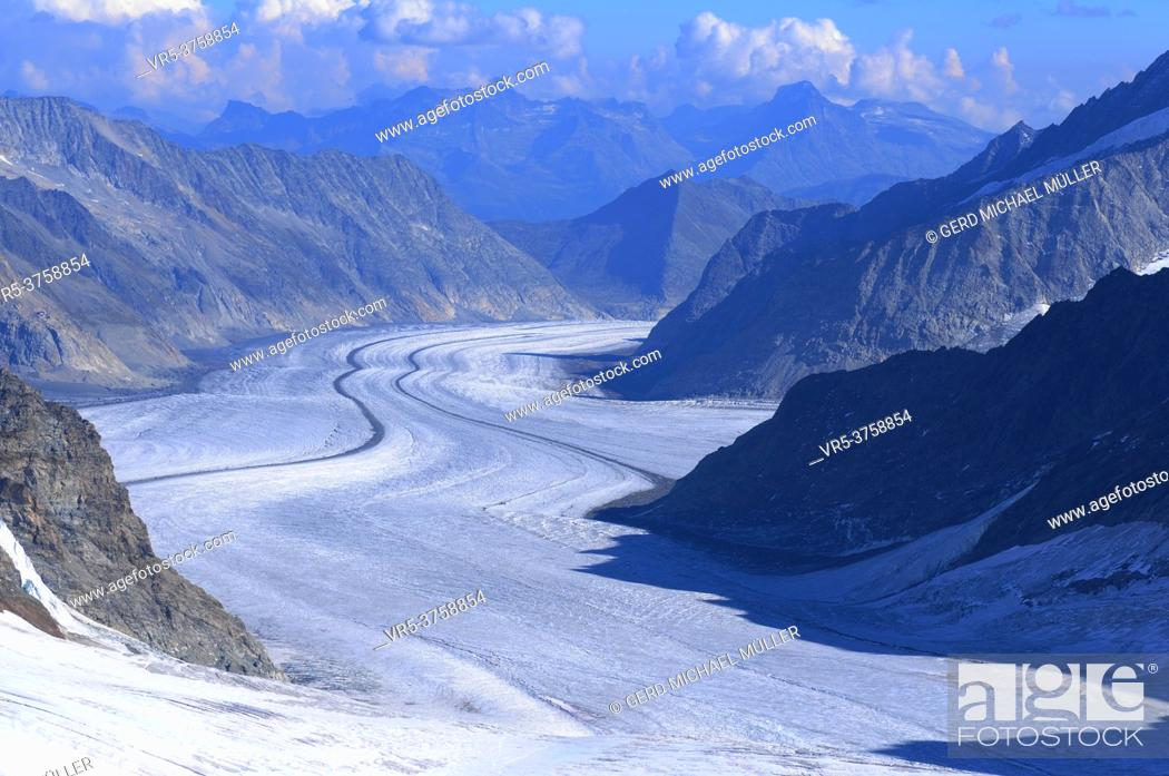 Stock Photo: Swiss alps: The panoramic view of the melting Aletsch-Glacier at Jungfraujoch.