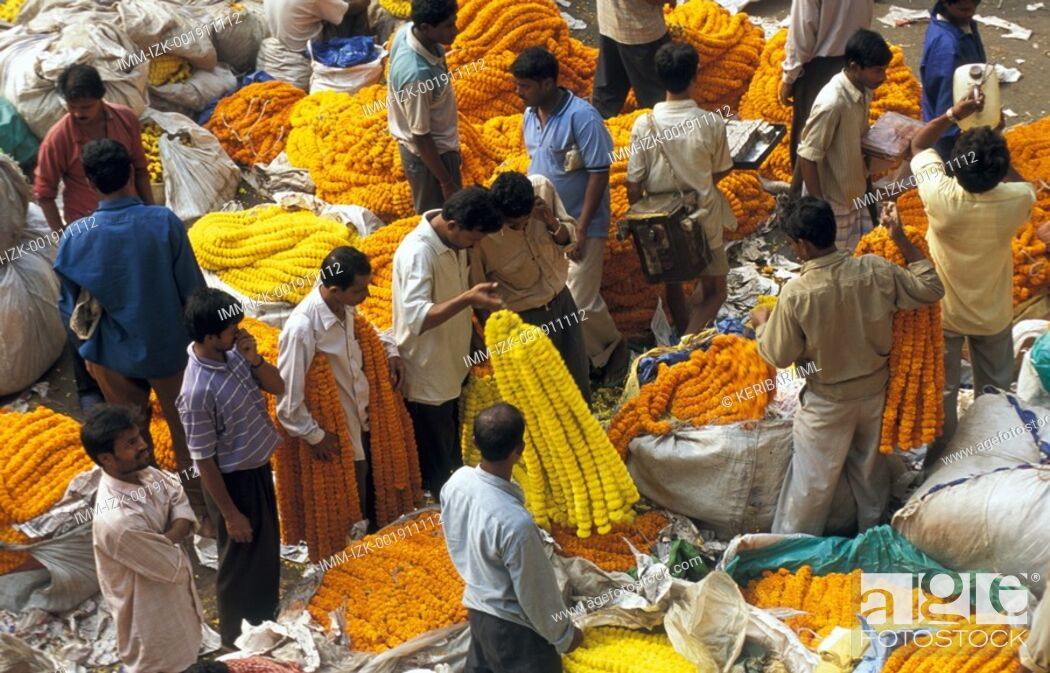 Stock Photo: Flower Market, men Kolkata, India, Asia.