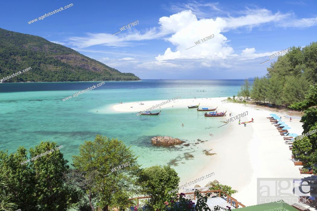 Imagen: The famous white strip of sand, part of sunrise beach, Ko Lipe, Thailand.