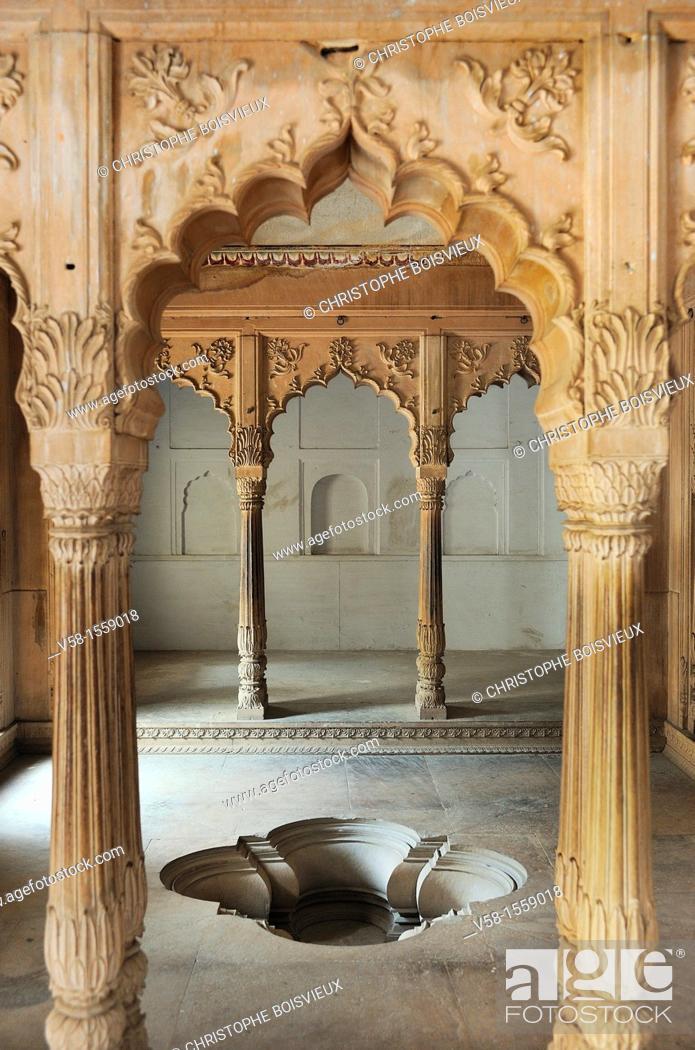 Stock Photo: India, Rajasthan, Bharatpur, Lohagarh fort, Royal bath.