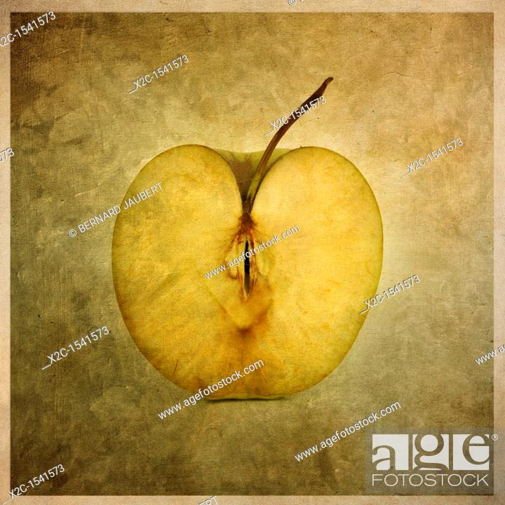 Imagen: Illustration of an apple halve.