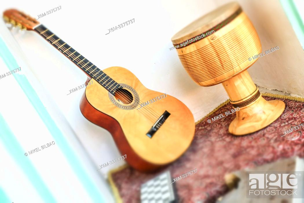 Photo de stock: Guitar and drum. Decoration detail. Yazd, Iran, Asia.