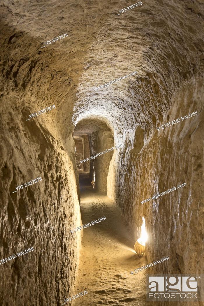 Imagen: Corridor inside Noosh Abad, Aran va Bidgol, Isfahan province, Iran.