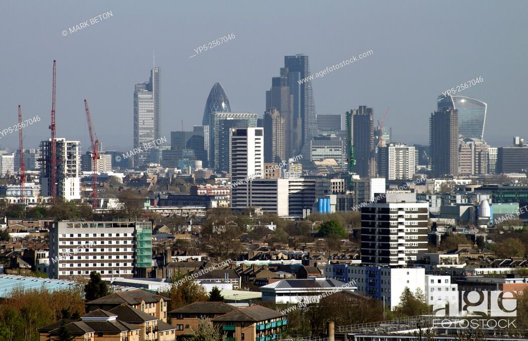 Imagen: London city skyline view from Parliament Hill Hampstead Heath.