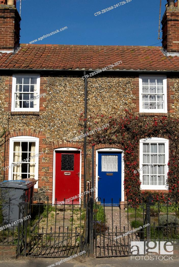 Imagen: Neighbouring terraced cottages, Suffolk, United Kingdom.