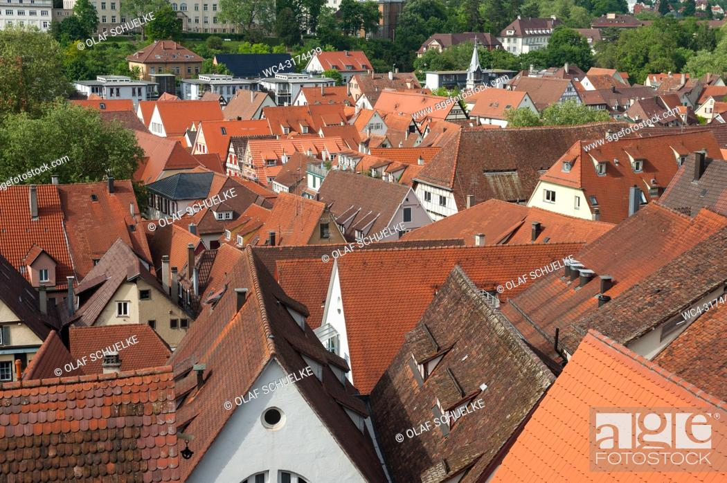 Imagen: 05. 06. 2017, Tuebingen, Baden-Wuerttemberg, Germany, Europe - An elevated city view of the roofscape of Tuebingen's old town.