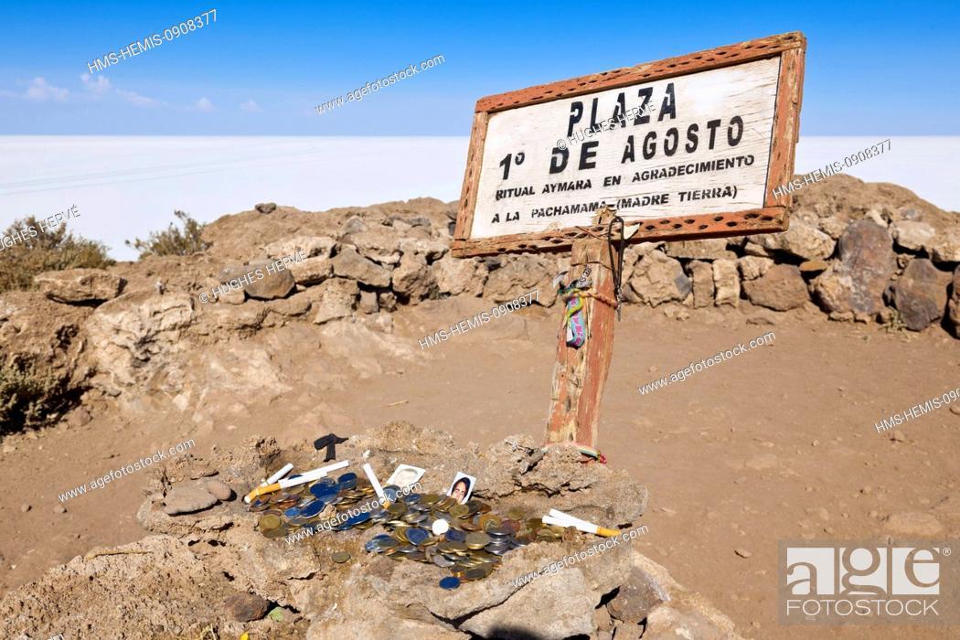 Stock Photo: Bolivia, Potosi Deparment, Salar de Uyuni, Isla Incahuasi (Isla Pescado), offerings.
