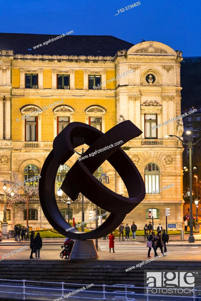Imagen: Variante Ovoide sculpture, the work of the Basque sculptor Jorge Oteiza in the Bilbao City Council. City of Bilbao, province of Bizkaia in the Basque Country.