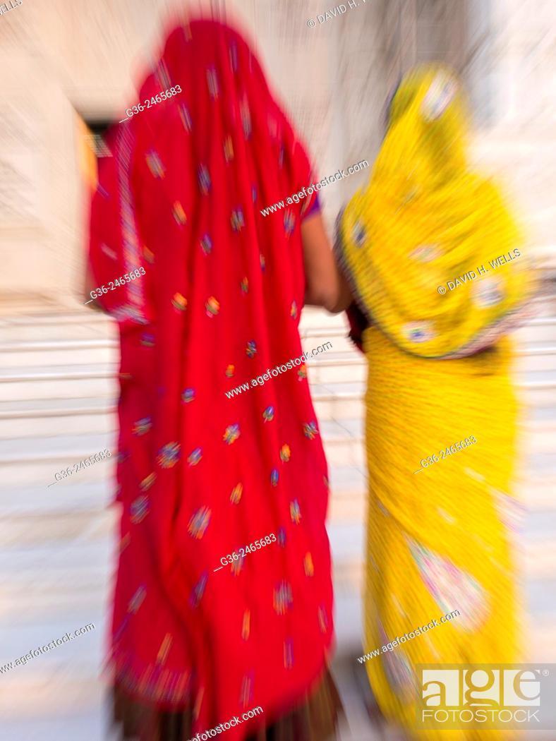 Photo de stock: Women in sari, Jaipur, Rajasthan, India.