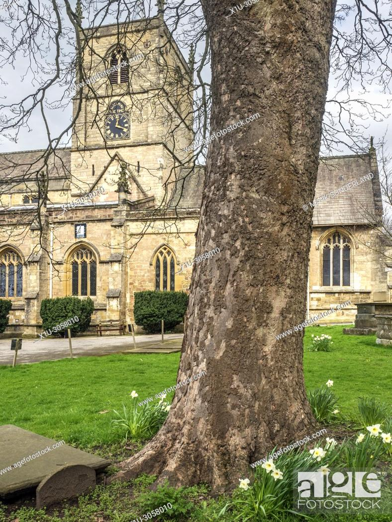 Imagen: St Johns Parish Church in Spring at Knaresborough North Yorkshire England.