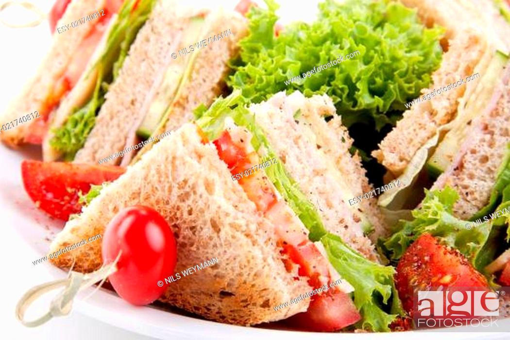 Stock Photo: frisches Clubsandwich mit Schinken, Käse, Speck und Salat isoli.