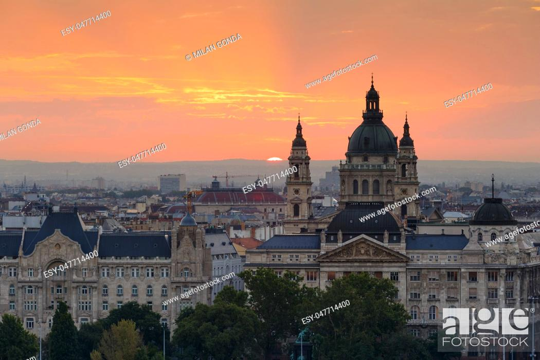 Stock Photo: Morning view of St. Stephen's Basilica in Budapest, Hungary. .