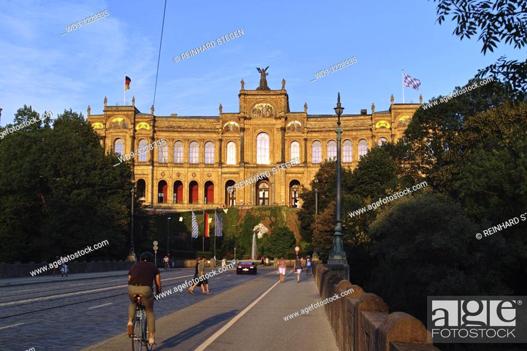 Imagen: Maximilianeum at sunset, evening sunlight, Munich, Bavaria, Germany.