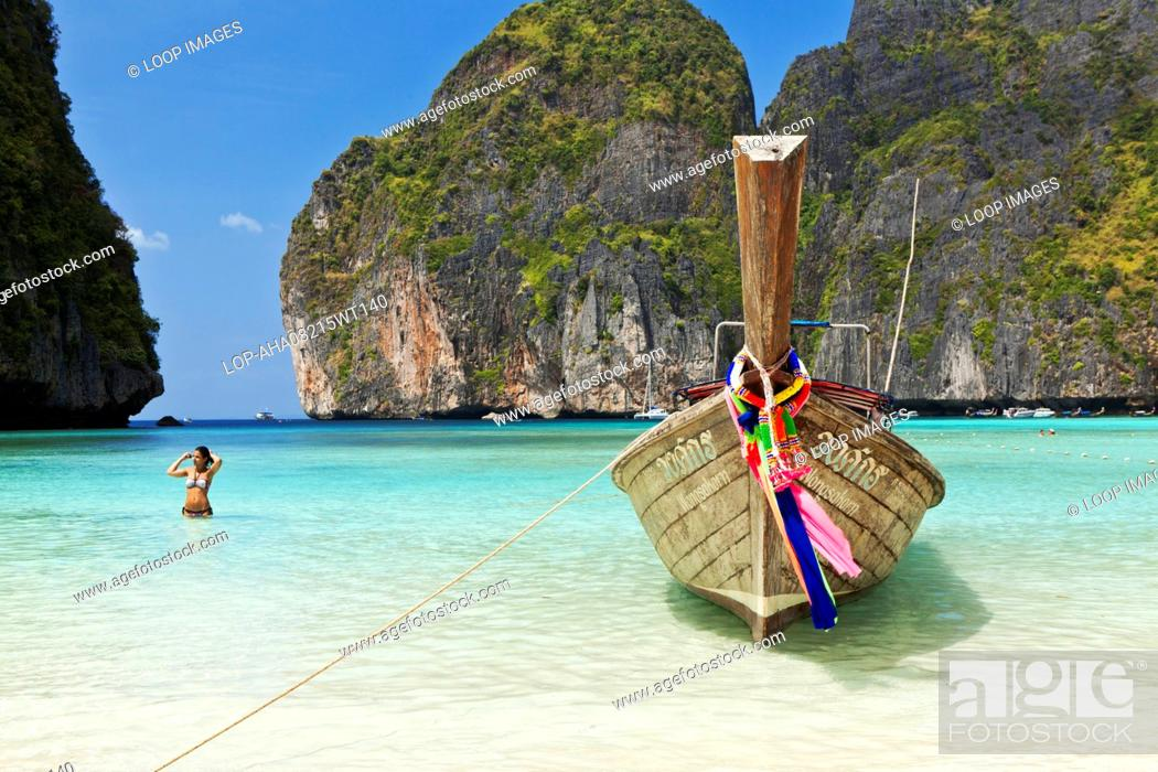 eb21419c0ee9 Stock Photo - A Thai longtail boat moored on the beach at Maya Bay.