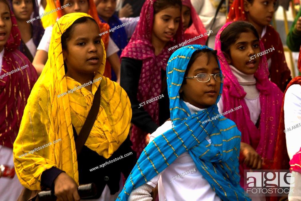 Stock Photo: India, New Delhi, young indians.