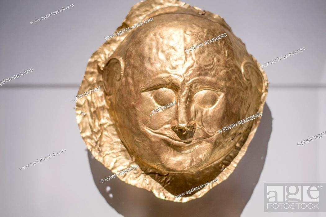 Imagen: Athens Greece- Ancient greek death mask at the National Archaeological Museum of Athens.