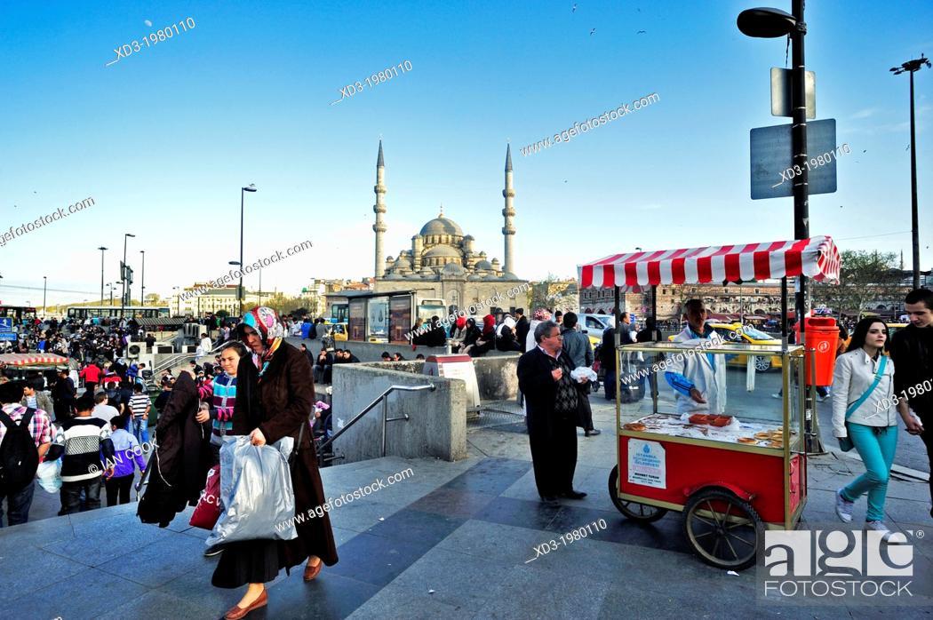 Stock Photo: Yeni Mosque, Istanbul, Turkey.
