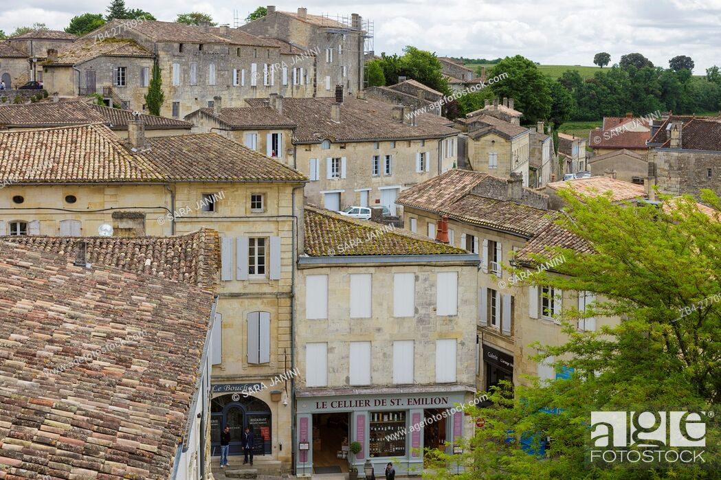 Stock Photo: The market square in St. Emilion, Aquitaine, France, Europe.