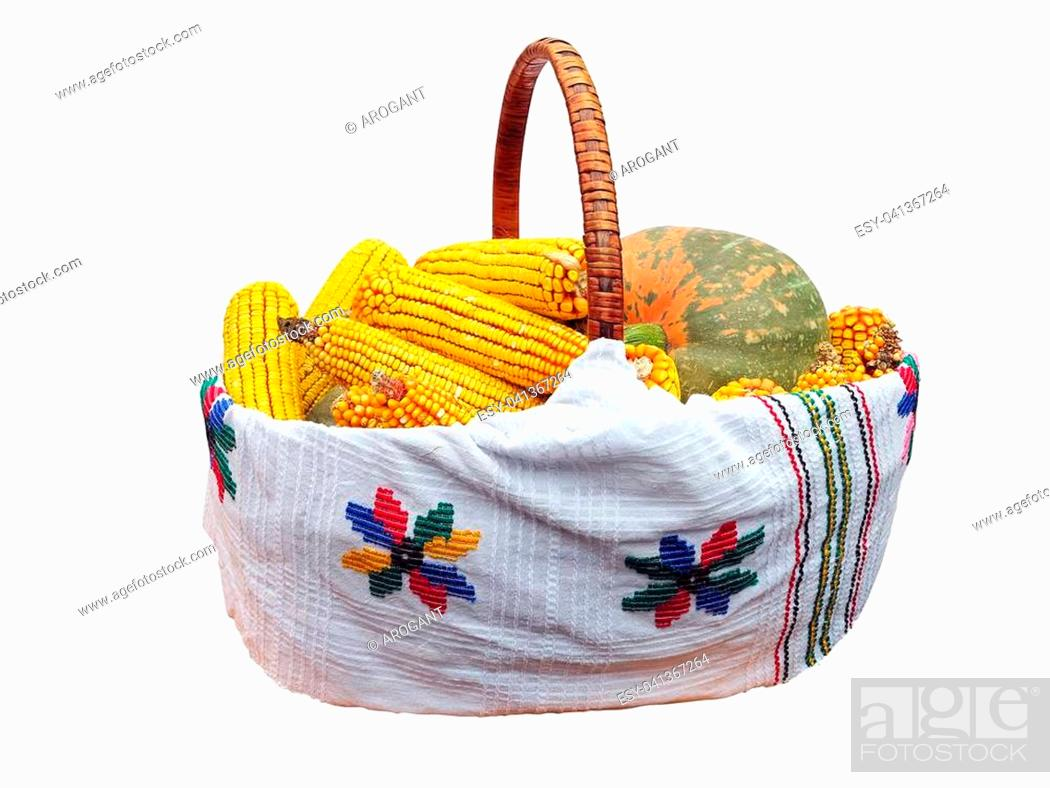 Imagen: Fresh corn and pumpkin vegetable in basket isolated over white.