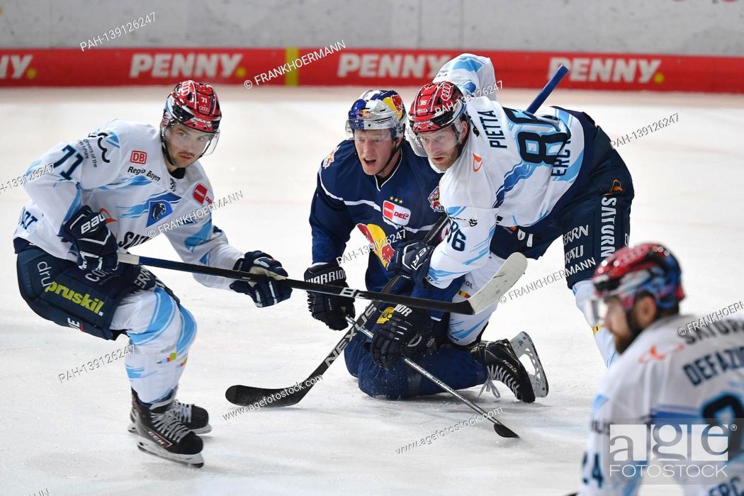 Imagen: v.lo: Justin FESER (IN), Mark VOAKES (M), Daniel PIETTA (IN), action, duels. EHC Red Bull Muenchen-ERC Ingolstadt ice hockey DEL season 2020/2021 on 01/21/2020.